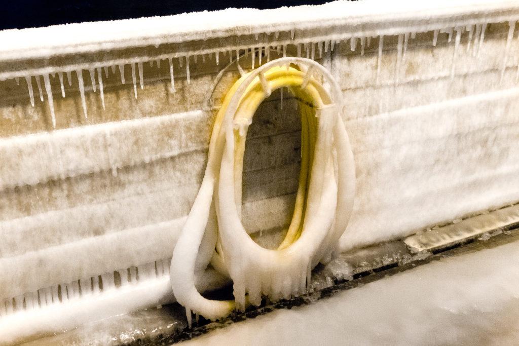 Kombinasjonen av vannlekkasjer og kulde kan gi spennende bilder